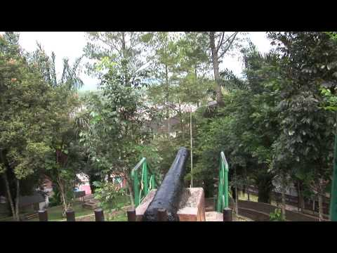 Bukittinggi Fort de Kock jembatan Limpapeh and zoo September 2010 HD Quaity