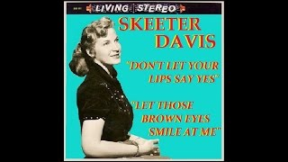Watch Skeeter Davis Let Those Brown Eyes Smile At Me video