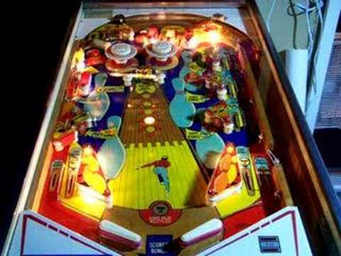 VINTAGE PINBALL MACHINE