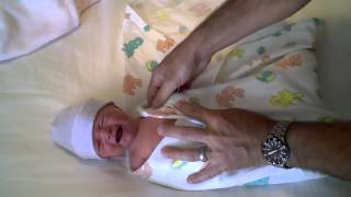 How to adorably swaddle your newborn baby