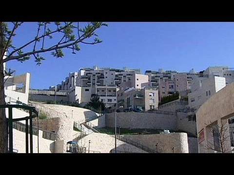Israel undermines Kerry's peace visit with more settlement building