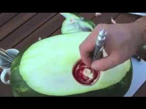 A fina arte de descascar uma melancia
