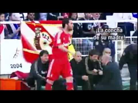Mira como Mourinho pierde la paciencia con Gonzalo Higuaín