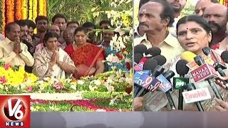 Lakshmi Parvathi Pays Tribute At NTR Ghat - 22nd Death Anniversary  - netivaarthalu.com