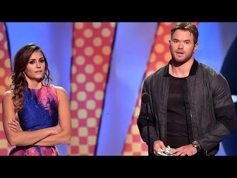 Kellan Lutz Doesn't Want to Be Part of a Nina Dobrev Rumor! - Teen Choice Awards 2014