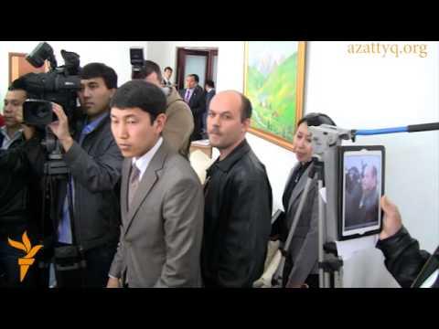 Министра Серика Абденова закидали яйцами в Алматы