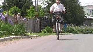 INCREDIBIL!! La 80 de ani merge pe bicicleta. (CYCLING 80 YEARS OLD)