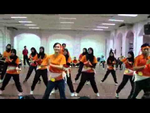 Praktikal Formasi Senamrobik (group 7)  Dewan Perperiksaan Upsi - 23oktober2010 video