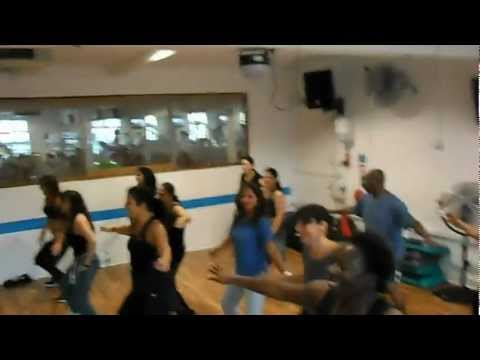Zumba Mueve La Cadera Prof Edu video