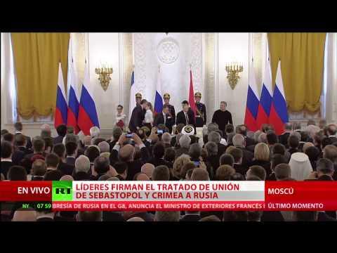 Vladímir Putin firma el tratado de adhesión de Crimea y Sebastopol a Rusia