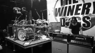"The Winery Dogs - 新譜「Hot Streak」から""Fire""のMVを公開 thm Music info Clip"