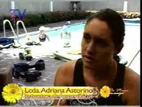 Ejercicios en el agua Lcda. Adriana Astorina Instructora