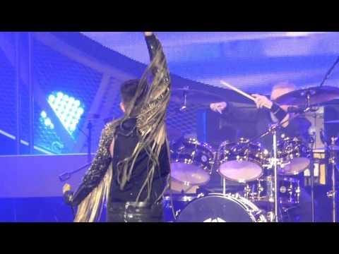 Queen Adam Lambert Somebody to Love  Live@Forum Milano 10 2 2015