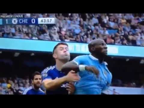 CHELSEA GOALIE BEGOVIC PUNCHES TEAMMATE GARY CAHILL IN THE FACE! MANCHESTER CITY VS CHELSEA 3-0