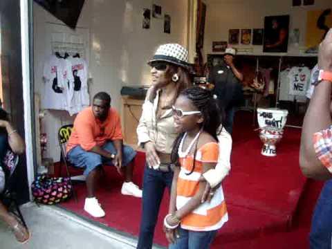 "Lil Jazzy,meets Frankie 'Keyshia Cole"" mom and sis Elite at Big Apple-Boss"