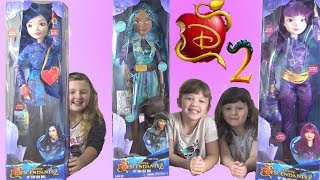 Ava Isla and Olivia Play Toy Opening with Mommy Giant Disney Descendants 2 Dolls
