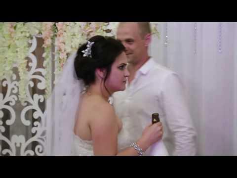Свадебный розыгрыш с подвязкой невесты
