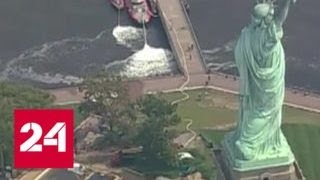 Тысячи людей эвакуированы с острова Свободы в Нью-Йорке - Россия 24