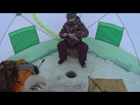 Рыбалка 2018. Ловля крупной плотвы на мормышку. Рыбачка Соня.