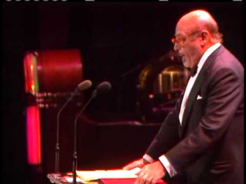 Ahmet Ertegun honors Alan Freed at the 1986 Induction Ceremony