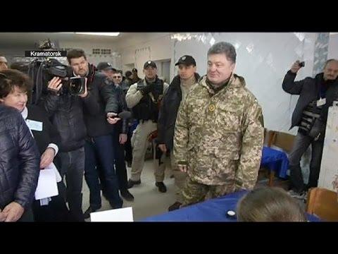 Poroshenko meets troops as voting continues across Ukraine
