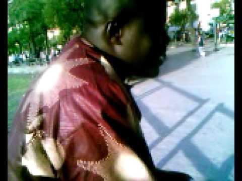 venditore ambulante discute con un cittadino, VIDEO DIVERTENTE da scompisciarsi dalle risate