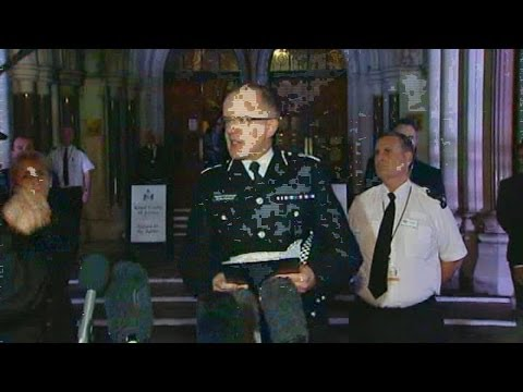 Met Police heckled after Mark Duggan lawful killing verdict WARNING: Contains offensive language