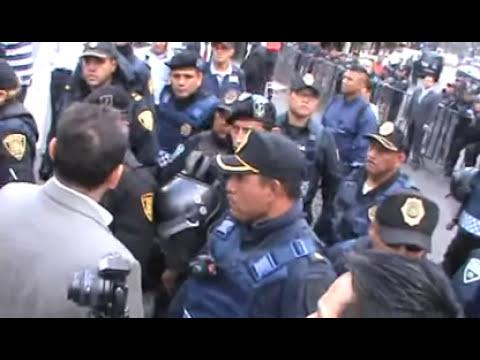 Policía reprime, arrastra y manosea a manifestantes en el senado. Conciencia TV