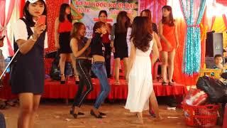Nhac san )): Mí hot girl eahleo phiêu theo điêu nhac khi say nc ngot thoi )):