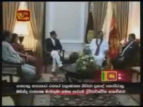SAARC leaders hold bilateral talks with President Rajapakse