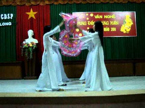 múa Đảng đã cho ta mùa xuân.lớp 34MN cao đẳng sư phạm Vĩnh Long