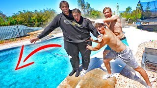 Siamese twins CHALLENGE with my brother! *almost drowned*