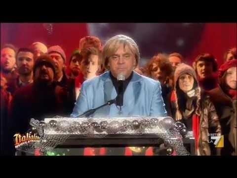 """Italialand – Crozza/Merkel in """"Happy Christmas"""""""