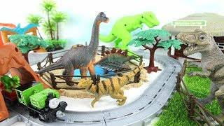 Thomas & Friends Adventures - DINO DISCOVERY Train Playset! Dinosaur lunges & Volcano erupts 토마스 공룡