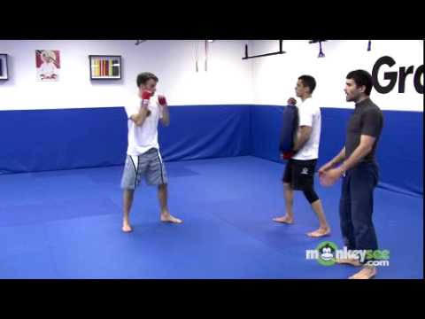 Muay Thai Kickboxing - How to Throw a Knee Strike Image 1