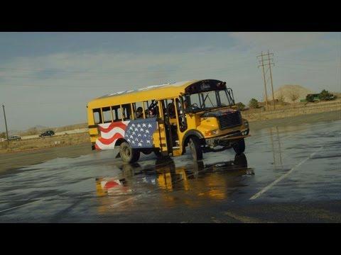 Driftējošais skolas autobuss