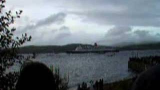 Queen Elizabeth 2 leaving Gourock
