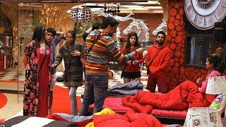 Bigg boss When Arshi dreamed of tucking in her feet, luxury task and hina khan vikas gupta fight