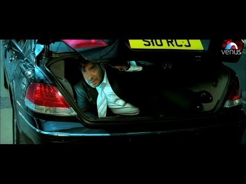 Ajay Devgan Hides In The Parking Lot Of The Hospital (tezz) video