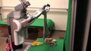 Thumb Un robot que dobla toallas