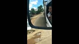 CSGT huyện Krông Ana, một mình chạy xe chặn đầu xe tải, đòi kiểm tra giấy tờ, bị tài xế bật lại, huề
