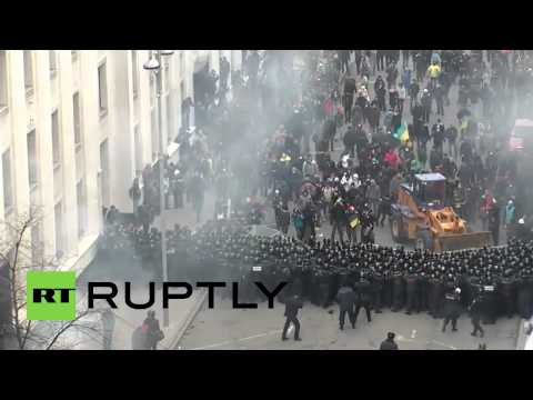 Ukraine: Protesters drive digger through police lines