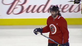Watch: Jagr skates with Flames teammates for first time