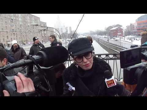 Ксюша Собчак на Высокояузском мосту