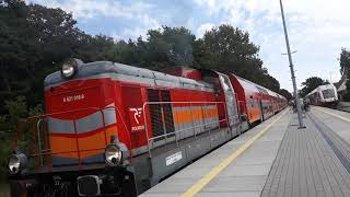 """SM42-329 z pociągiem """"TUR"""" wyjeżdża ze stacji Jastarnia"""