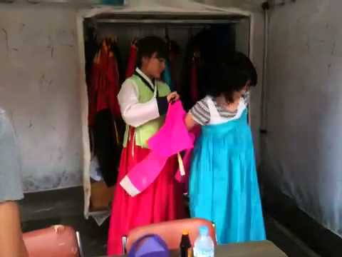 Sightseeing in Seoul: Trying on the Korean Hanbok!