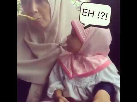 Video Lucu - Anak Kecil Ngambek Gara-gara di PHP Ibunya