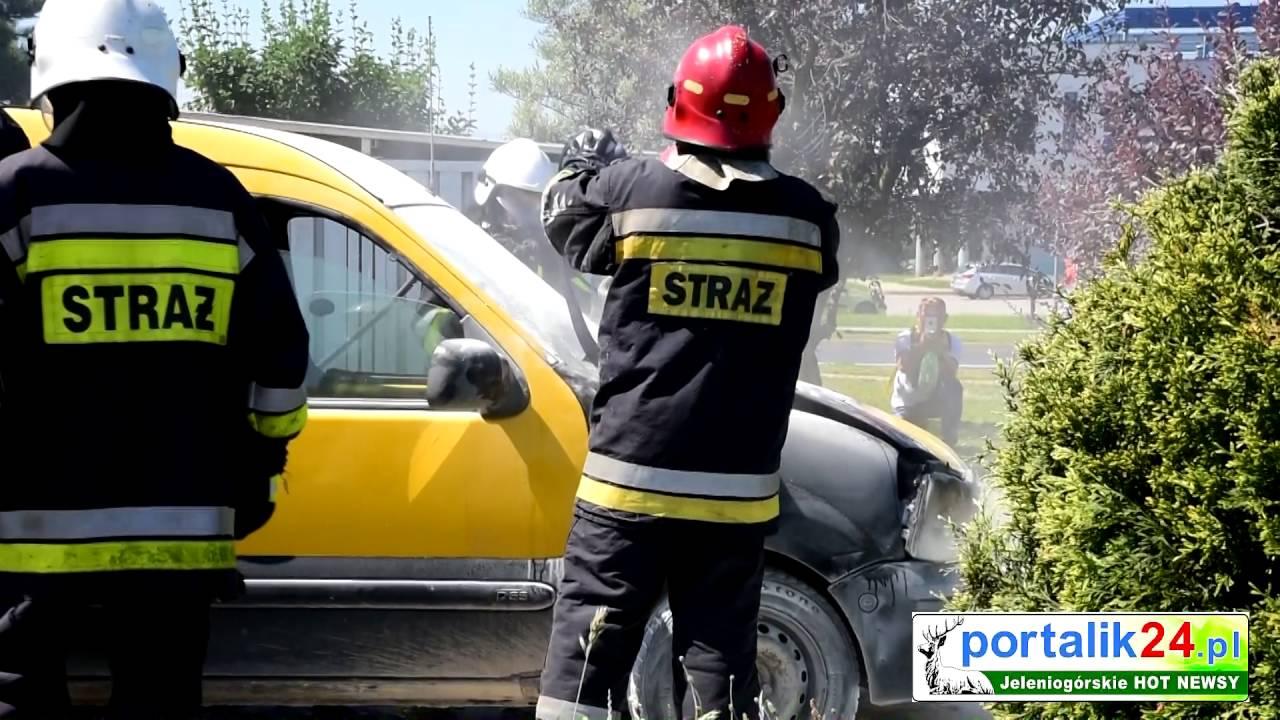 Jelenia Góra: Pożar samochodu na stacji paliw.