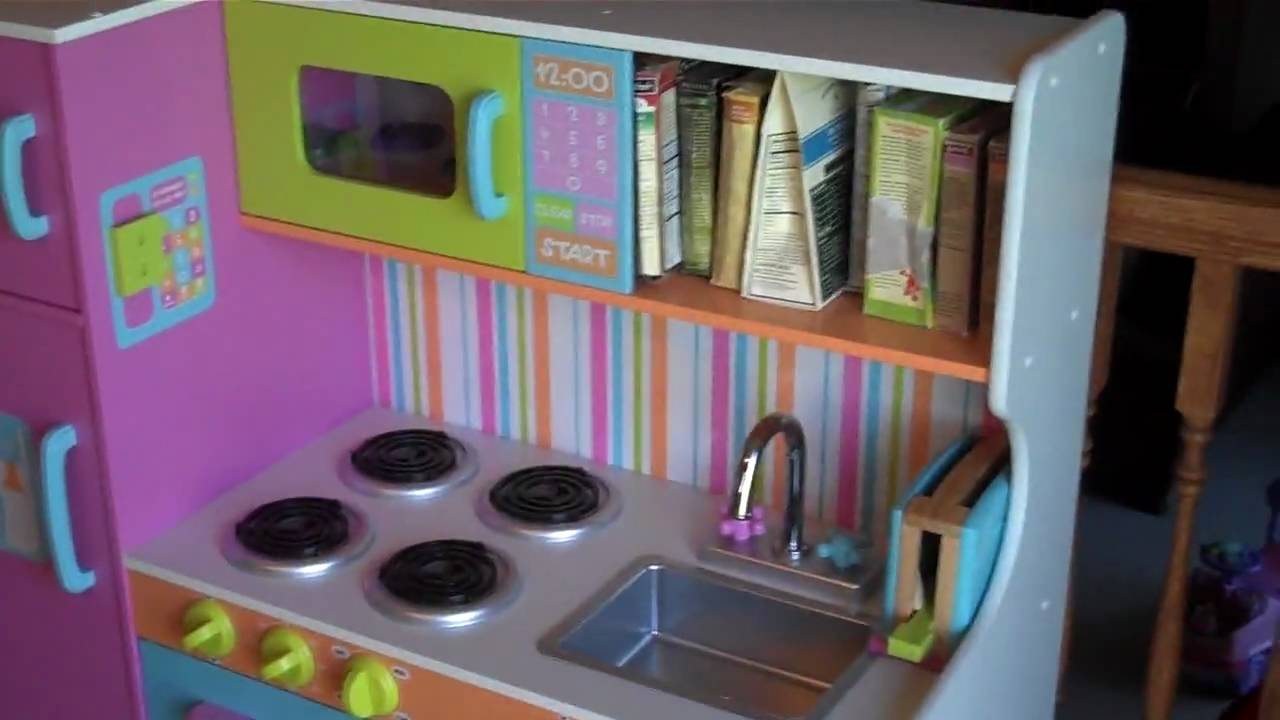 kidkraft deluxe big bright kitchen 53100 colorful toy kitchen youtube. Black Bedroom Furniture Sets. Home Design Ideas
