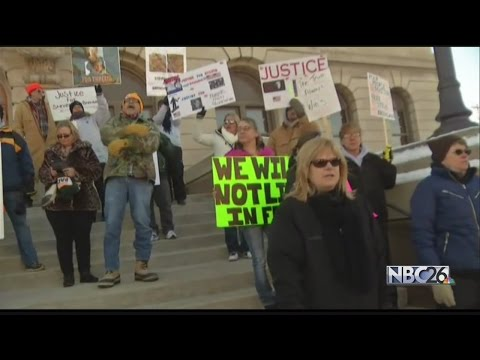 Avery-Dassey supporters protest in Manitowoc